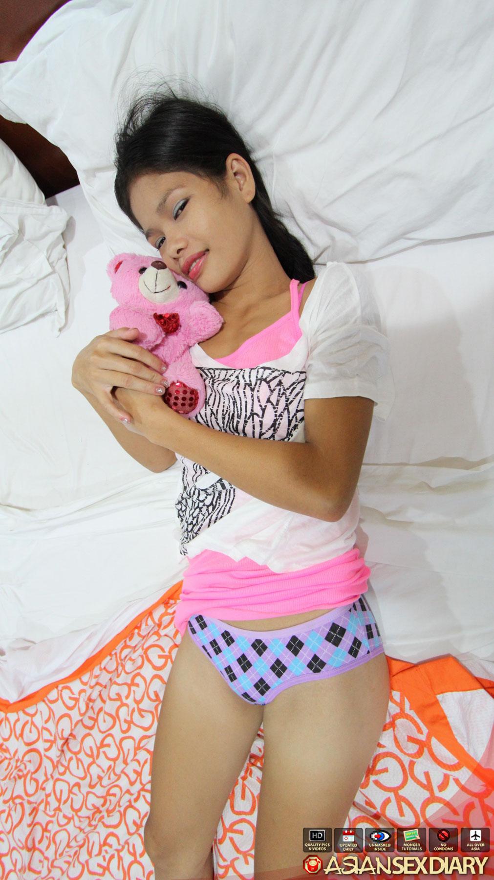A lovely skinny asian girl do a blowjob 9